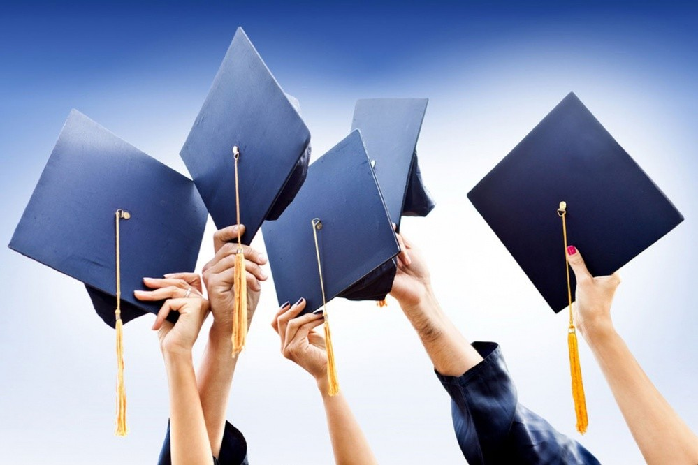 Studenti, fakultet (Shutterstock Images LLC)